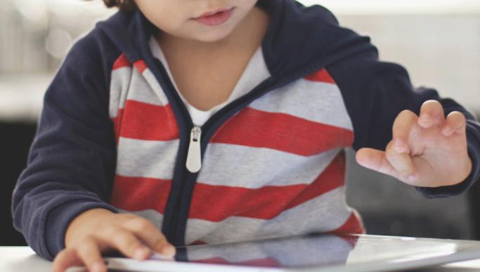 Scopri se tuo figlio è drogato di tecnologia con pochi indizi