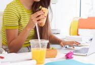 Mangiare in ufficio fa ingrassare, lo dice uno studio USA