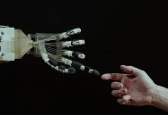 Un dispositivo robotico su misura per la riabilitazione della mano